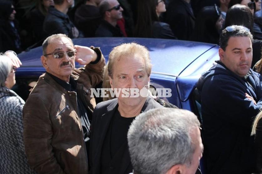 Κηδεία Παντελίδη: Συντετριμένοι οι Τσαλίκης, Μαζωνάκης και Σιανίδης (photos)