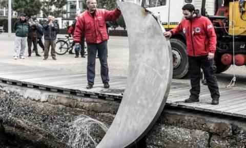 Θεσσαλονίκη: Δύτες ανέσυραν το «Φεγγάρι» από το βυθό του Θερμαϊκού