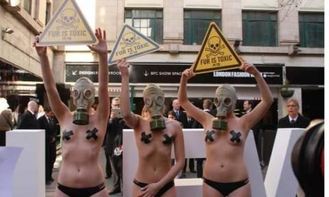 Γυμνή διαμαρτυρία κατά της γούνας στην εβδομάδα μόδας του Λονδίνου (pic+vid)