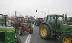 Ανυποχώρητοι στα μπλόκα οι αγρότες - Τη Δευτέρα συναντούν τον Τσίπρα