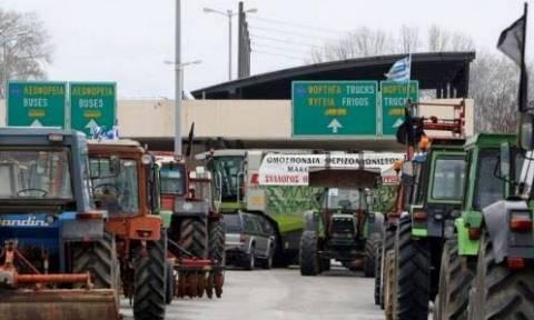 Μπλόκα Αγροτών: Αμετακίνητα τα τρακτέρ στον Προμαχώνα