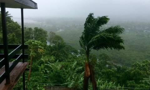 Ο κυκλώνας Winston «χτυπά» τα Φίτζι – Οι ισχυρότερος στην ιστορία των νησιών (pics & vid)