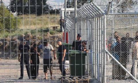 Μεταφέρθηκαν οι πρώτοι πρόσφυγες στο Σχιστό