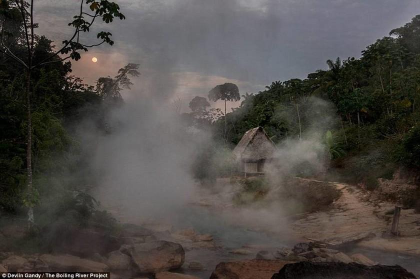 Ανακαλύφθηκε μυθικό ποτάμι που «βράζει» μέχρι θανάτου τα θύματα του! (videos+photos)