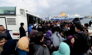 Στο λιμάνι του Πειραιά το «Blue star 1» με 1.133 μετανάστες και πρόσφυγες
