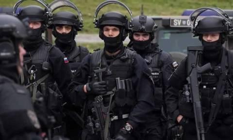 Σλοβενία: Η Βουλή εξουσιοδότησε την ανάπτυξη στρατευμάτων για τον έλεγχο των προσφυγικών ροών