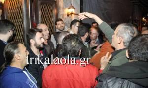 Τρίκαλα: Εξαγριωμένοι αγρότες εισέβαλαν σε εκδήλωση του ΣΥΡΙΖΑ (vid)