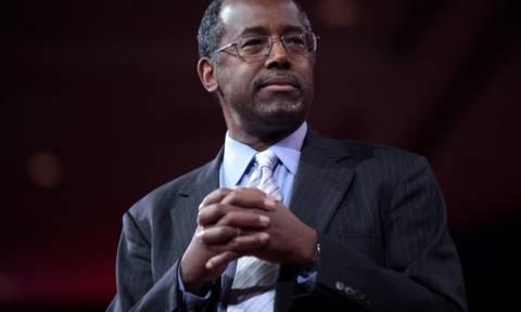 «Θύελλα» με τη δήλωση του Ρεπουμπλικανού Μπεν Κάρσον ότι Ομπάμα «ανατράφηκε ως λευκός»