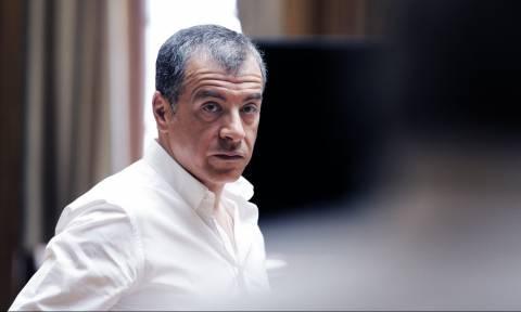 Θεοδωράκης: «Φοβάμαι – φοβάμαι για τη χώρα»