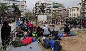 Προσφυγικό: Γέμισε πρόσφυγες, μετανάστες και... διακινητές η πλατεία Βικτωρίας! (ΦΩΤΟΡΕΠΟΡΤΑΖ)