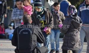 Προσφυγικό - Λαμία: Όταν οι αστυνομικοί συνάντησαν τα προσφυγόπουλα (pics)