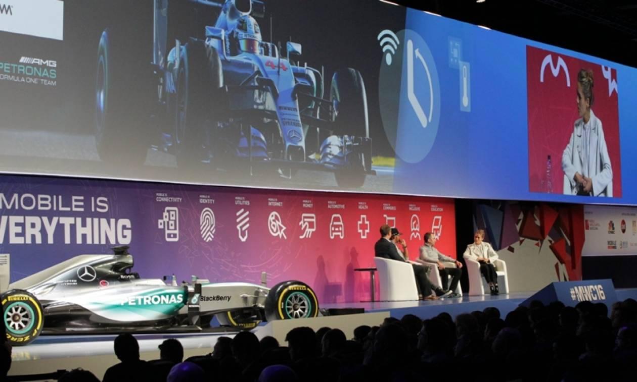 MWC: Τι κάνει ένας πρωταθλητής της F1 σε ένα συνέδριο για την κινητή τηλεφωνία;