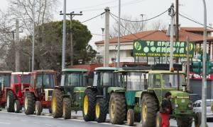 Μπλόκα αγροτών - Θεσσαλονίκη: Αγρότες επιχειρούν να αποκλείσουν το αεροδρόμιο «Μακεδονία»