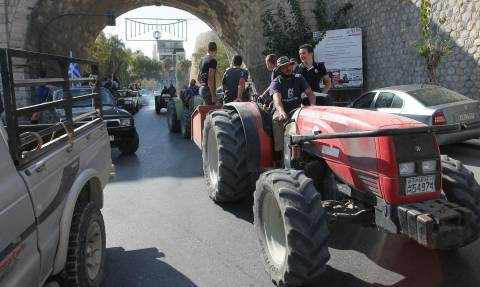 Μπλόκα αγροτών - Κρήτη: Σύσκεψη στο Ηράκλειο για το μέλλον των κινητοποιήσεων