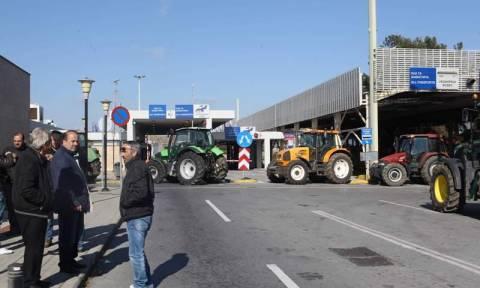 Αγρότες: Μπλόκο και βουλγαρικό αντι-μπλόκο στο τελωνείο της Εξοχής