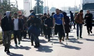 Συγκλονίζει: Πρόσφυγας με ακρωτηριασμένο πόδι περπατά από Λαμία για Ειδομένη (pics)