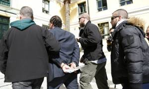 Ευελπίδων: Πολίτες αποδοκίμασαν τα μέλη του κυκλώματος των εκβιαστών