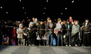 «Βουλιάζει» η Μυτιλήνη: Μόλις 150 από τους 3.000 πρόσφυγες θα αναχωρήσουν για Πειραιά