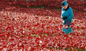 Η βασίλισσα Ελισάβετ Β' εξουσιάζει το στιλ 90 χρόνια