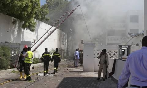 Μακελειό στη Σομαλία με 40 νεκρούς και 70 τραυματίες από διπλή βομβιστική επίθεση