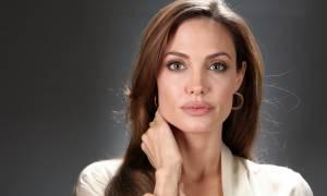 Όσκαρ 2016: Δείτε την Angelina Jolie στην πρώτη της εμφάνιση στο Κόκκινο Χαλί των Oscars!