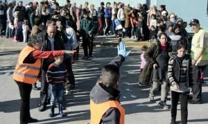 Στο λιμάνι του Πειραιά ακόμη 1.810 μετανάστες και πρόσφυγες