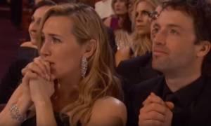 Όσκαρ 2016: Η αντίδραση της Κέιτ Γουίνσλετ με το Όσκαρ του Ντι Κάπριο (video)