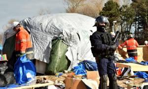 Γαλλία: Άρχισε η διάλυση της «ζούγκλας» του Καλαί (photos)