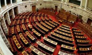 Η οικονομία καταρρέει αλλά οι πολλαπλές συντάξεις βουλευτών μένουν αλώβητες!