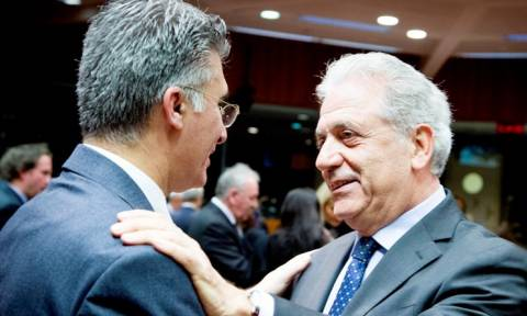 Αβραμόπουλος: Καμία χώρα δεν μπορεί να αντιμετωπίσει μόνη της το προσφυγικό