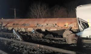 Εκτροχιάστηκε τρένο στις ΗΠΑ – Δεκάδες σπίτια εκκενώθηκαν λόγω τοξικής μόλυνσης  (vid)