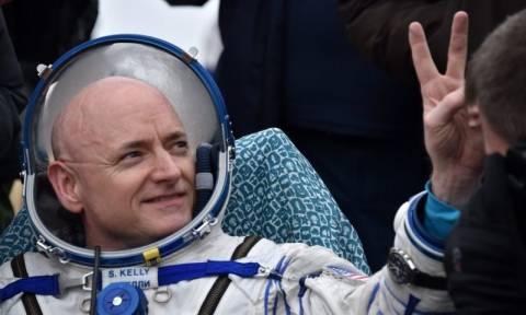 Ο αστροναύτης Scott Kelly σπάει ρεκόρ κι επιστρέφει στη Γη μετά από ένα χρόνο στο διάστημα (vid)