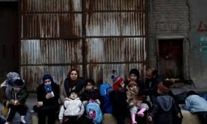 Περισσότεροι από 5.000 πρόσφυγες και μετανάστες παραμένουν στα νησιά του βορείου Αιγαίου