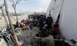 Ασφυκτική η κατάσταση στην Ειδομένη: Ξεπέρασαν τους 10.000 οι πρόσφυγες