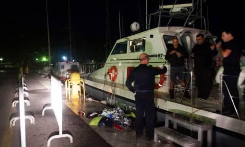 Συγκλονιστικές μαρτυρίες λιμενικών: Γυναίκες μάς πετούσαν τα μωρά τους πάνω στο σκάφος...