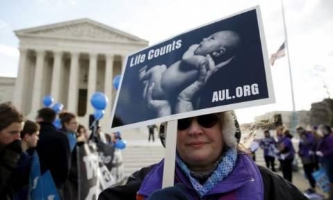 ΗΠΑ: Διχασμένο το Ανώτατο Δικαστήριο περί νομοθεσίας για τις αμβλώσεις