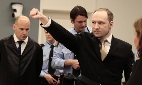 Νορβηγία: Ο μακελάρης που σκότωσε 77 ανθρώπους κατηγορεί το κράτος ότι παραβιάζει τα δικαιώματά του
