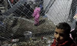 Η κυβέρνηση σκέφτεται προσφυγή στη Χάγη για τα κλειστά σύνορα