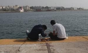 «Ασφυξία» και σήμερα στον Πειραιά - Πάνω από 1.000 πρόσφυγες φτάνουν στο λιμάνι