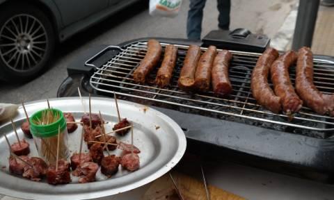 Τσικνοπέμπτη: Γιατί οι κρεοπώλες στη Βαρβάκειο δεν μοίρασαν δωρεάν ψημένο κρέας;