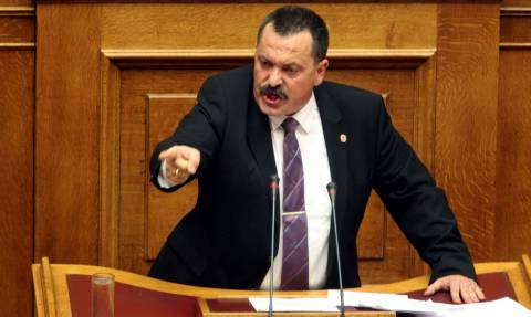 Χαμός στη Βουλή: Αρπάχτηκαν Παππάς και Αθανασίου - Χυδαίες εκφράσεις
