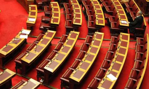 Βουλή: Υπερψηφίστηκε το νομοσχέδιο για την εγγύηση καταθέσεων
