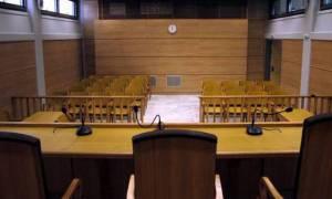 Σε δίκη παραπέμπονται για το σκάνδαλο της DE PUY στελέχη νοσοκομείων και μεγαλογιατροί