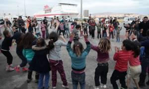Γιορτή για τα προσφυγόπουλα στο λιμάνι του Πειραιά