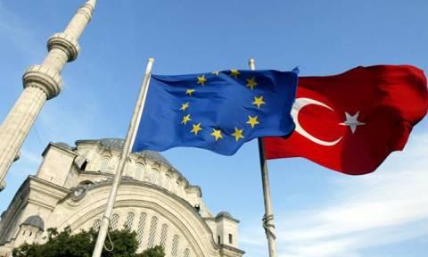 Κομισιόν: Ένα βήμα πριν την κατάργηση της βίζας για τους Τούρκους πολίτες