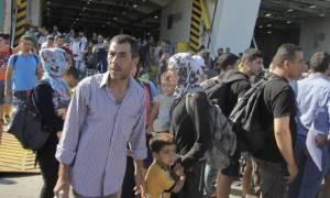 Δήμος Αγ. Παρασκευής: Τρόφιμα και νερά σε πρόσφυγες στον Πειραιά
