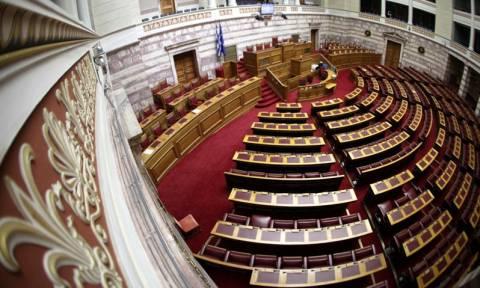 Στη Βουλή δικογραφίες για νυν και πρώην υπουργούς