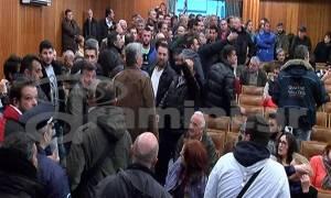 Χαμός σε εκδήλωση του ΣΥΡΙΖΑ: Αγρότες τα «έψαλλαν» στον Φάμελλο (vid)