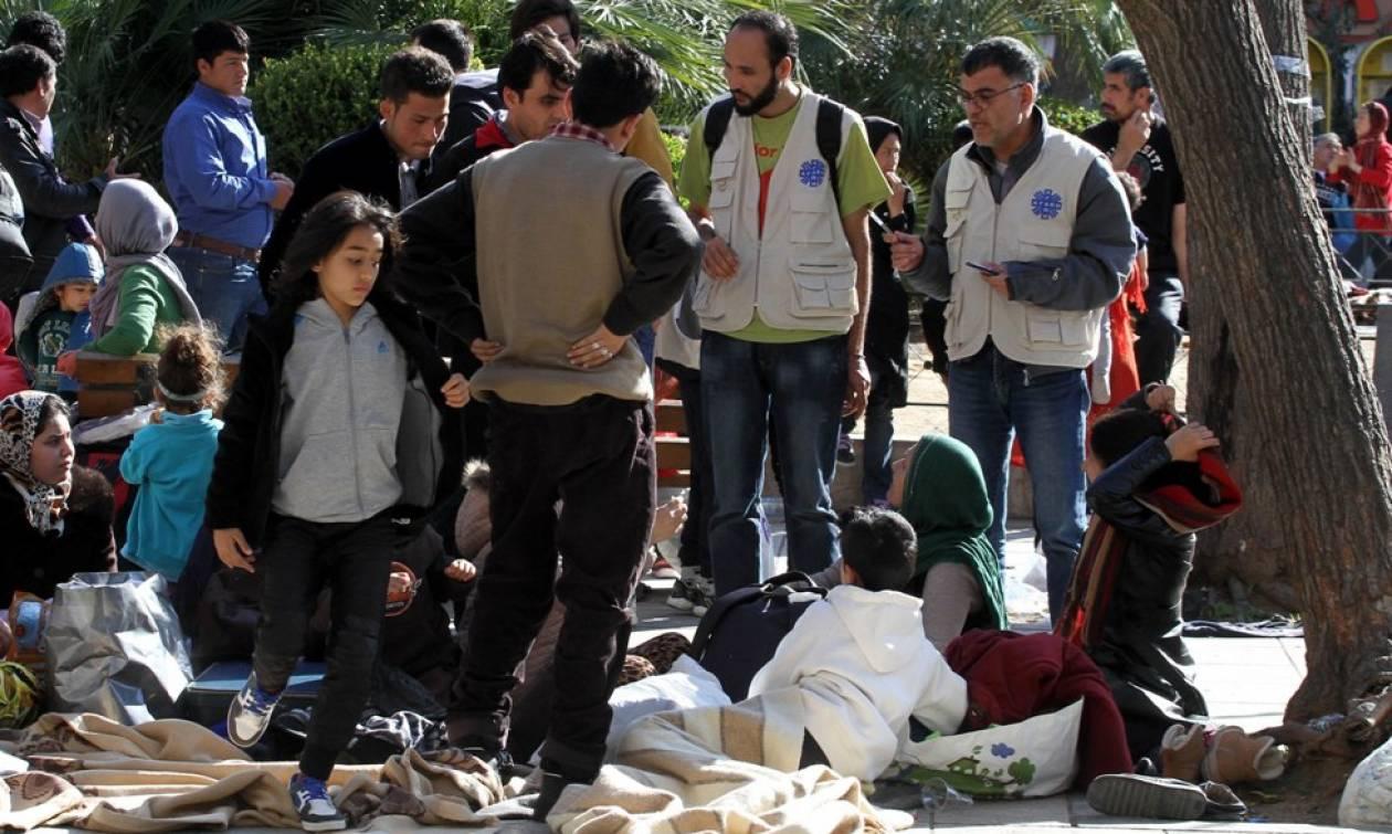 Απομακρύνθηκαν από την πλατεία Βικτωρίας οι πρόσφυγες