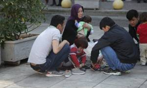 Πρόσφυγες έκλεισαν την παλιά Εθνική Οδό στο ύψος των Θερμοπυλών (pics+vid)